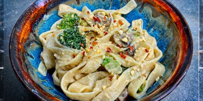 Vegan alfredo sauce - oil free recipe.